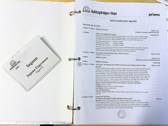Konferansemappe med program og navnelapp