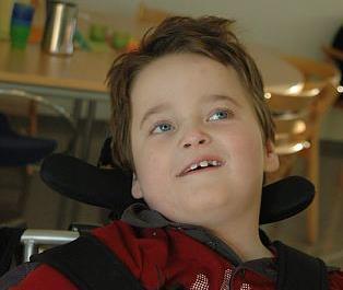 Gutt med alvorlig fremadskridende sykdom