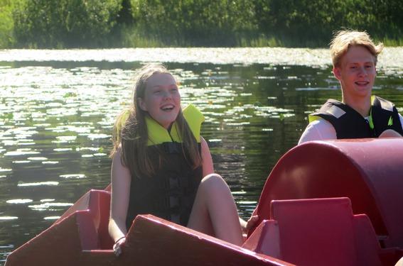 Jente i tråbåt