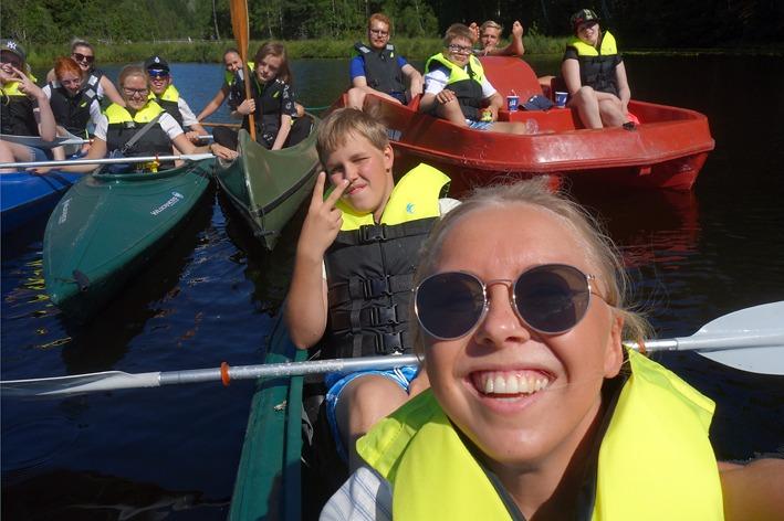 Båttur med kano og tråbåt