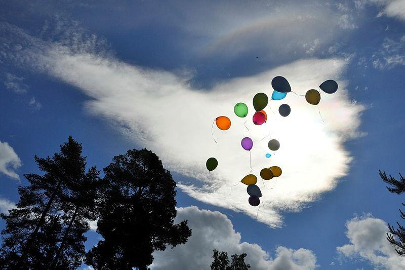 Fargerike ballonger går til værs