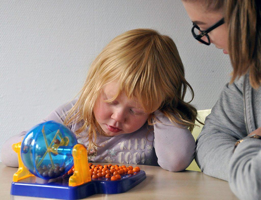 Barn med diagnose og voksen