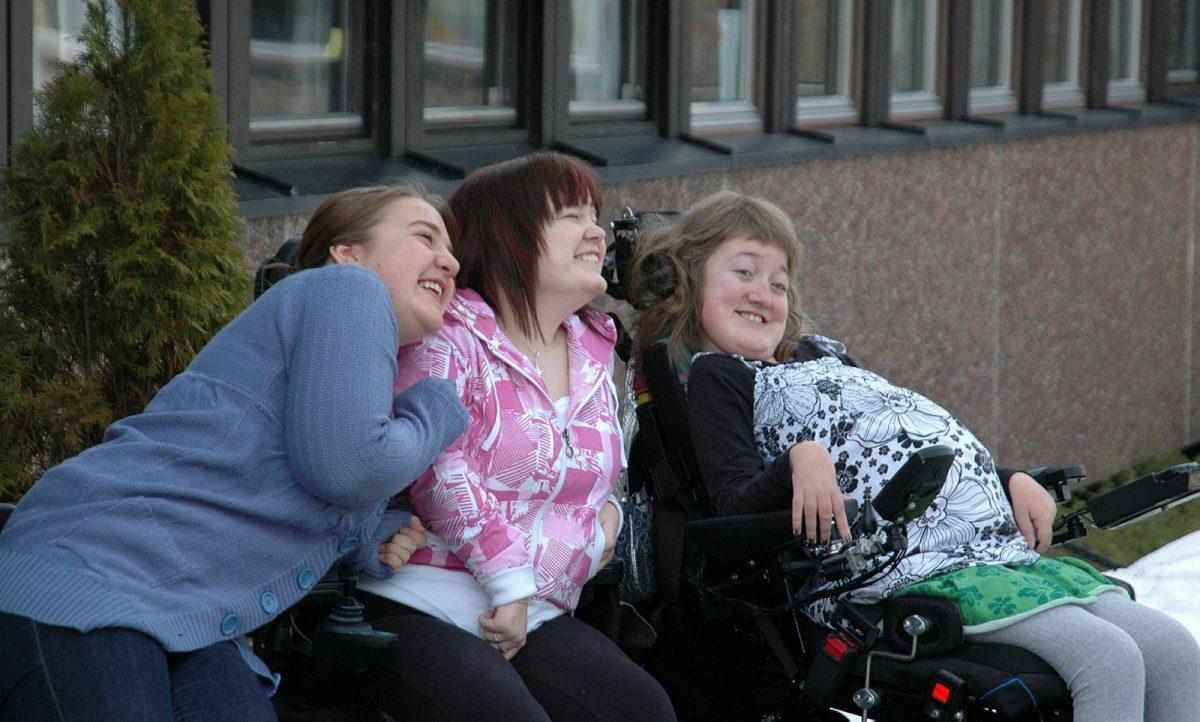 Tre unge voksne på Frambu