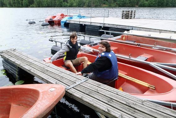 To deltakere i båt