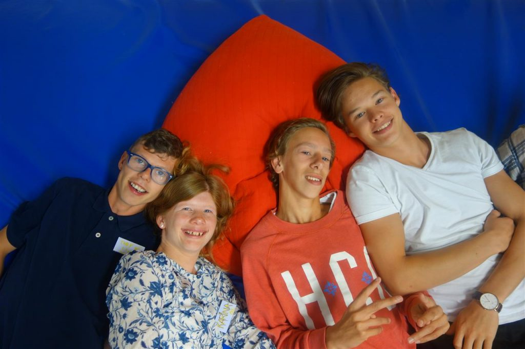 Fire deltakere slapper av