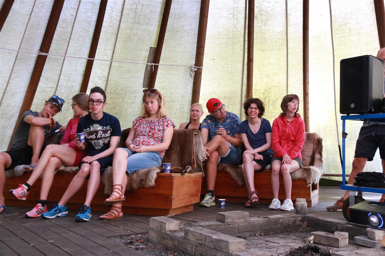 Gruppen i lavvo