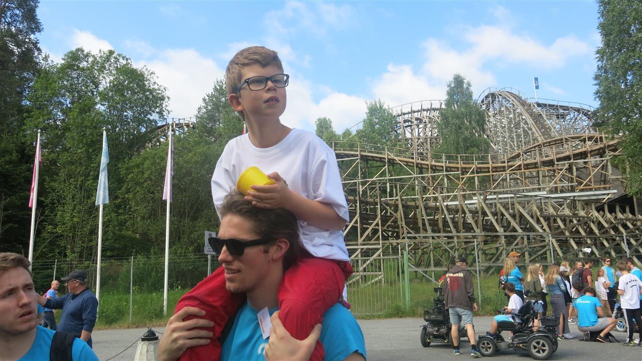 Gutt på skuldre