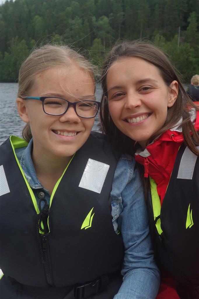 To jenter i redningsvest