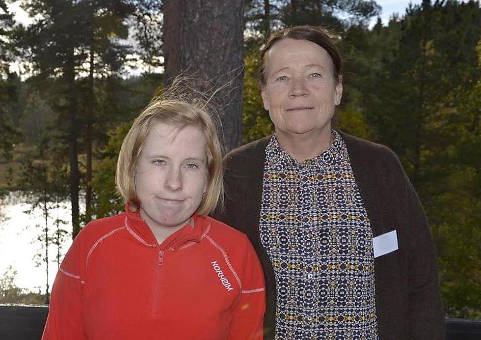 Malin med Prader-Willis syndrom sammen med moren sin