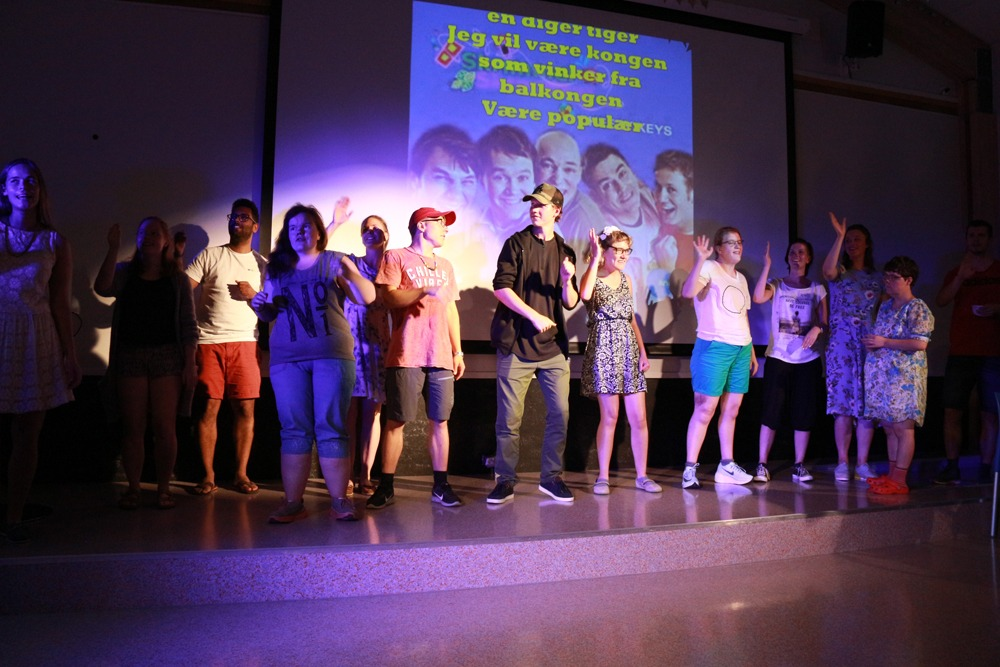 Gruppebilde på scenen
