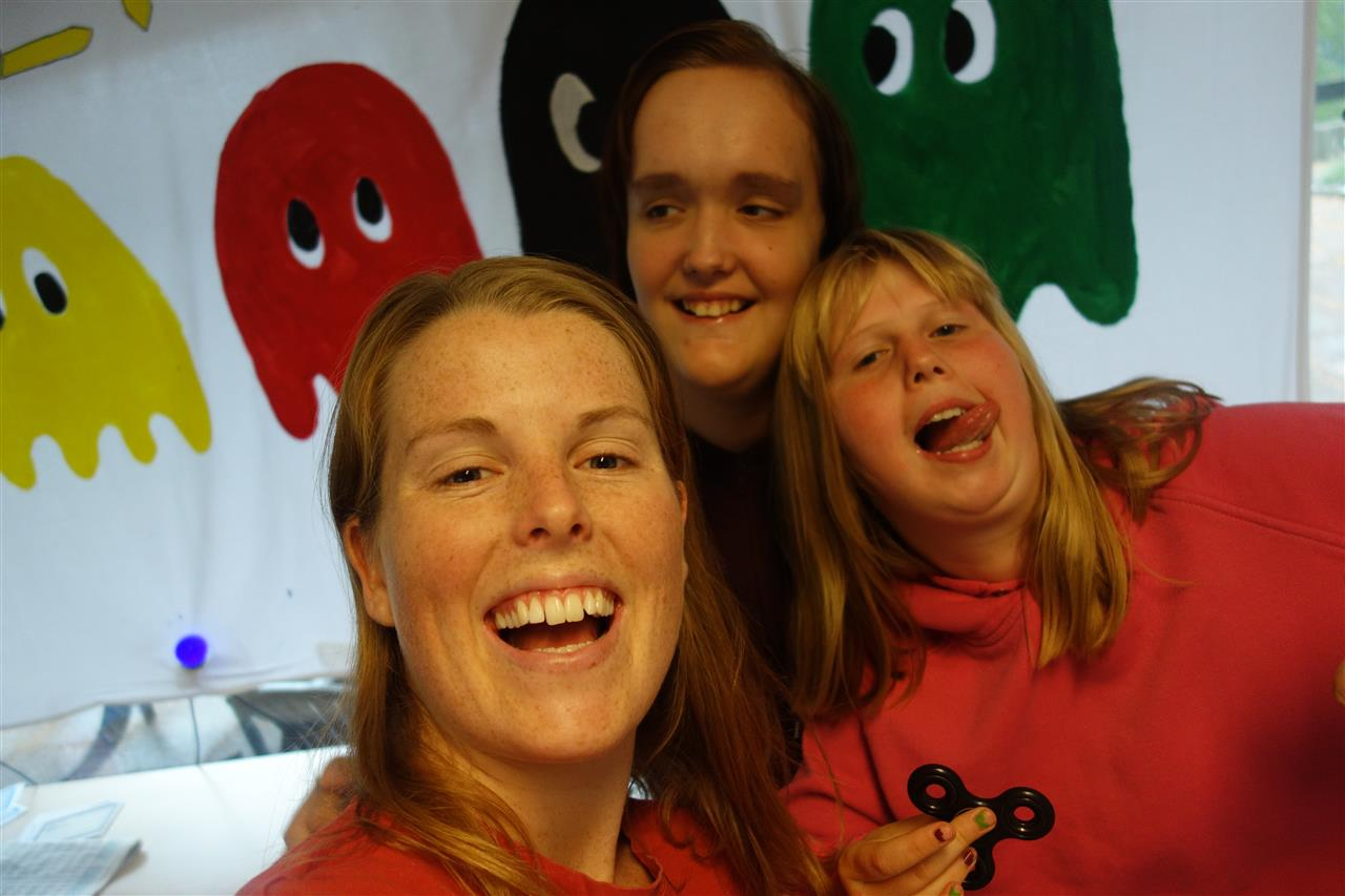 Tre glade jenter