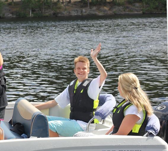Gutt i båt