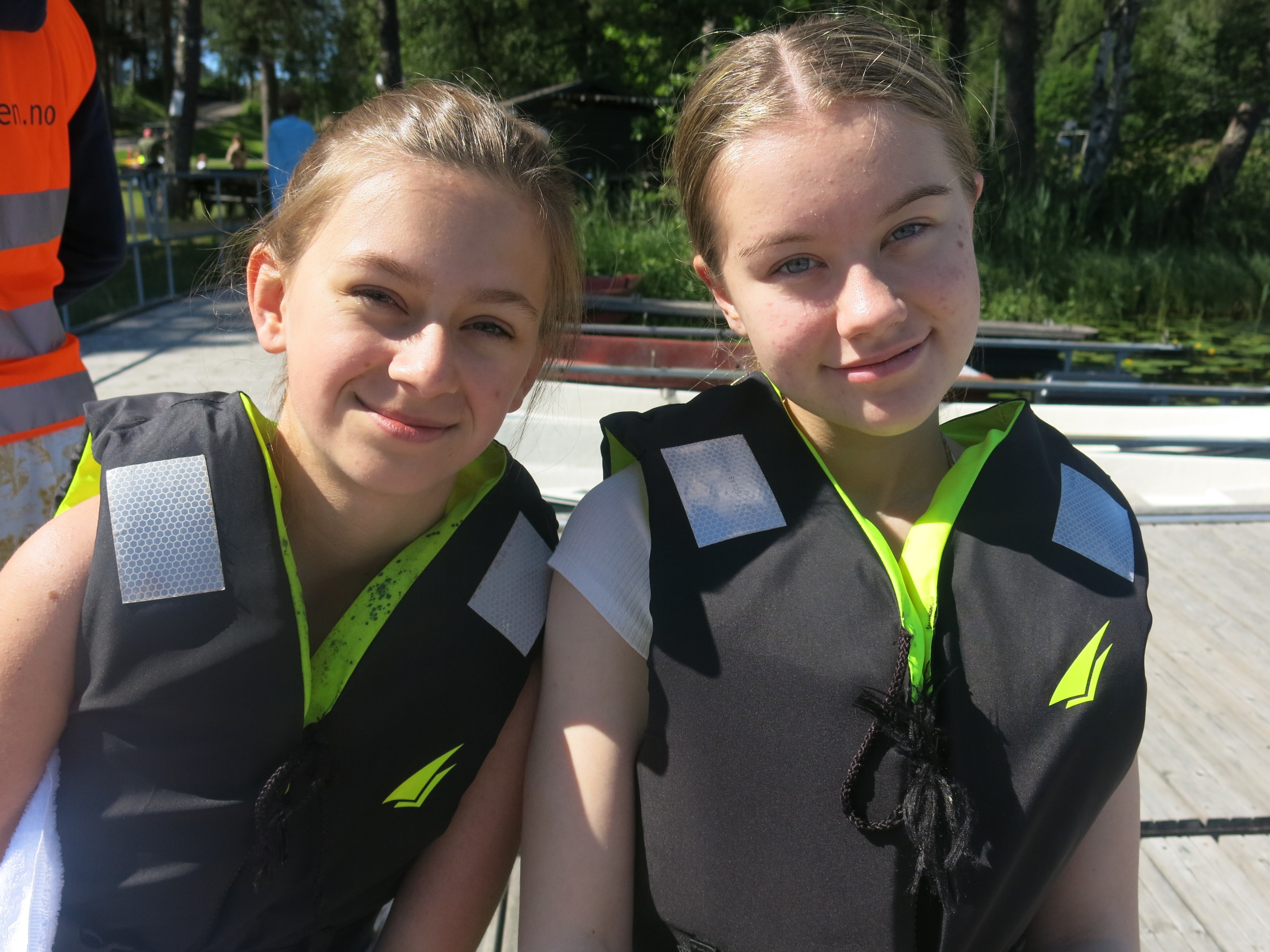 To personer med redningvest