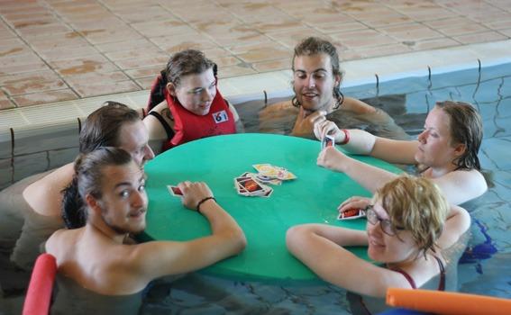 Kortspill i bassenget