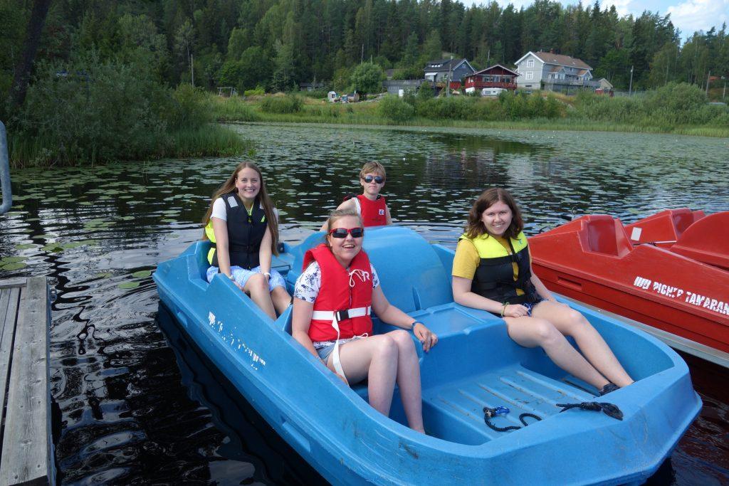 Fire i tråkkebåt