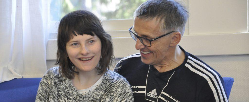 Jente med Angelmans syndrom og hennes pappa